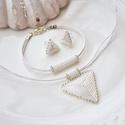"""Fehér háromszög szett, Ékszer, Esküvő, Esküvői ékszer, Karkötő, A """"Hétköznapi kedvencek"""" kollekció fehér szettje. A szett darabjait kiváló minőségű japán delicából ..., Meska"""