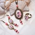 Tavasztündér vintage üveglencsés nyaklánc fülbevaló gyűrű szett, Ékszer, Nyaklánc, Gyűrű, Fülbevaló, A medál antik bronz keretbe foglalt minta, rózsaszín gyöngyökkel díszítve. A fülbevaló és gyűrű egys..., Meska