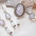 Mesevilág üveglencsés nyaklánc fülbevaló gyűrű szett, Ékszer, Nyaklánc, Gyűrű, Fülbevaló, A medál antik ezüst keretbe foglalt minta, hófehér gyöngyökkel díszítve. A fülbevaló és gyűrű egysze..., Meska