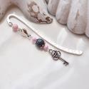 Rózsaszín-szürke könyvjelző kulcs fityegővel - antik ezüst, Naptár, képeslap, album, Dekoráció, Könyvjelző, Ballagás, Kellemes, tavaszi hangulatú könyvjelző, melyhez szürke és rózsaszín gyöngyöket, tibeti ezüst gyöngyk..., Meska
