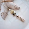 Krém fekete bojtos nyaklánc pandora gyönggyel, Ékszer, Nyaklánc, Medál, A nyakláncot különleges mintájú Pandora gyöngy, hozzáillő fűzött bogyó és velúr bojt alkotja, melyet..., Meska