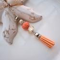Narancs krém bojtos nyaklánc pandora gyönggyel, Ékszer, Nyaklánc, Medál, A nyakláncot különleges mintájú Pandora gyöngy, hozzáillő fűzött bogyó és velúr bojt alkotja, melyet..., Meska
