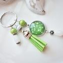 Frisss bojtos üveglencsés kulcstartó táskadísz , Lime és fehér gyöngyökből, csillagos mintáva...