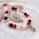 Horgony medálos karkötő ásványokkal és üveggyöngyökkel - piros, Ékszer, Karkötő, 16 cm-es gumis karkötő piros és fehér gyöngyökkel, valamint horgony medállal.  A karkötőhöz jade, és..., Meska