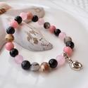 Talpacska medálos karkötő ásványokkal és üveggyöngyökkel - rózsaszín, 16 cm-es gumis karkötő rózsaszín és fehér gy...