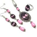 Romantikus masni üveglencsés nyaklánc fülbevaló gyűrű szett, Ékszer, Nyaklánc, Gyűrű, Fülbevaló, Ékszerkészítés, Varrás, A medál antik ezüst keretbe foglalt minta, rózsaszín gyöngyökkel díszítve. A fülbevaló és gyűrű egy..., Meska