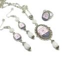 Sorminta üveglencsés nyaklánc fülbevaló gyűrű szett, Ékszer, Nyaklánc, Gyűrű, Fülbevaló, A medál antik ezüst keretbe foglalt minta, fehér gyöngyökkel díszítve. A fülbevaló és gyűrű egyszerű..., Meska