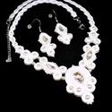 Hófehér menyasszonyi sujtás nyaklánc fülbevaló szett, Ékszer, Esküvő, Nyaklánc, Esküvői ékszer, tekla és kása gyöngyökből, valamint kristály kabosonokból készült csodaszép menyasszonyi s..., Meska