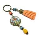 Óz kastélya bojtos üveglencsés kulcstartó táskadísz , Mindenmás, Dekoráció, Kulcstartó, Ünnepi dekoráció, Kék és sárga gyöngyökből, mesés mintával díszített üveglencsés kabosonból és narancs velúrbojtból ké..., Meska
