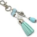 Menta bojtos kulcstartó táskadísz , Menta és fehér gyöngyökből, szív alakú köz...