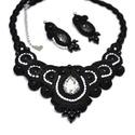 Elegancia fekete-fehér sujtás nyaklánc nyakék fülbevaló szett, Ékszer, Esküvő, Nyaklánc, Esküvői ékszer, Fekete sujtás zsinórokból, tekla gyöngyökből, fekete és fehér cseh kásagyöngyökből, valamint kristál..., Meska