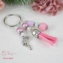 Rózsaszín flamingó fűzött bogyós bojtos kulcstartó táskadísz , Mindenmás, Dekoráció, Ékszer, Kulcstartó, Ékszerkészítés, Gyöngyfűzés, Rózsaszín és fehér gyöngyökből készítettem ezt a nyári hangulatú, flamingós fityegővel és velúrbojt..., Meska
