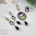 Frissesség vintage üveglencsés nyaklánc fülbevaló gyűrű szett, Ékszer, Nyaklánc, Gyűrű, Fülbevaló, Ékszerkészítés, Gyöngyfűzés, A medál antik ezüst keretbe foglalt minta, rózsaszín gyöngyökkel díszítve. A fülbevaló és gyűrű egy..., Meska