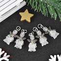 Fehér angyalka medál 5 dbos csomag, Dekoráció, Karácsonyi, adventi apróságok, Ünnepi dekoráció, Ajándékkísérő, képeslap, Az angyalkákat színes  akryl virágból, színben hozzá illő gyöngyből, filigrán gyöngykupakokból és ti..., Meska