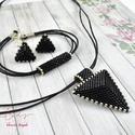 Fekete háromszög nyaklánc fülbevaló karkötő szett, Ékszer, Esküvő, Esküvői ékszer, Karkötő, Kiváló minőségű japán delicából, aprólékos munkával fűzött nyaklánc-fülbevaló szett...., Meska