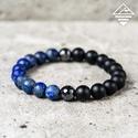 - Lápis lazuli - a harmónia karkötője, Ékszer, Karkötő, A mattra csiszolt különleges aranyló szemcsékben gazdag mélykék lápis lazuli ásványokat egy-egy faze..., Meska