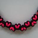 Pink szívek, Ékszer, óra, Karkötő, Pink szívecskés paracord karkötő fekete alapon. Ennek a terméknek az az érdekessége, hogy a visszájá..., Meska