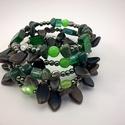 Green jungle - 5 soros üveg- és ásványgyöngy karkötő, Ékszer, óra, Karkötő, Ékszerkészítés, Gyöngyfűzés, Üveggyöngyökkel és ásványokkal díszített 5 soros memóriakarkötő.  Átmérő 6 cm. , Meska
