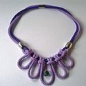 Purple flower, Ékszer, 6 mm-es paracord zsinórokból hurkolt, virágot idéző  nyaklánc cseh kézműves üveggyönggyel a középső ..., Meska
