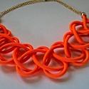 Narancsvirág, Ékszer, óra, Nyaklánc, 5 mm-es ragyogó narancssárga bungee cordból készült nyaklánc, melyet kétféle mintával is lehet visel..., Meska