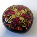 Mandala Kő Arany-Piros, Dekoráció, Otthon, lakberendezés, Dísz, Asztaldísz, Festett tárgyak, Egyedi, kézzel festett mandala kő pöttyözős technikával. Elegáns arany, fekete, piros színekkel. Fé..., Meska