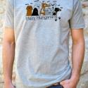 Szürke kutyás póló pasikak - hairy hungarians, Ruha, divat, cipő, Férfi ruha, Fotó, grafika, rajz, illusztráció, Pamut pólóra szitanyomással kerültek rá a szőrös magyarok.  Kutyabarát fiúknak és férfiaknak ajánlo..., Meska