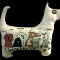 Kutyapárna - kutyamintás és kutya formájú párna kutyamániásoknak, Otthon, lakberendezés, Lakástextil, Párna, Fotó, grafika, rajz, illusztráció, Varrás, Pamutból készült, művattával töltött, szitanyomott mintával díszített párna.  Szélessége (orrhelygt..., Meska