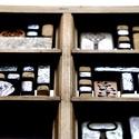 Antik ablak-falitükör egyedi kerámiákkal., Dekoráció, Képzőművészet, Otthon, lakberendezés, Képkeret, tükör, Újrahasznosított alapanyagból készült termékek, Kerámia, Falitükör a Patina Kerámia manufaktúra kezei közül.  Egyedi limitált ékszerkészítéssel foglalkozunk..., Meska
