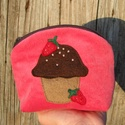 Epres muffin eper színű kord nesszeszer, Táska, Neszesszer, Ha unod, hogy minden apró dolog, ami nőiességünkhöz kell szétszóródik a táskádban neked ajánlom ezt ..., Meska