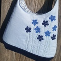 Kék virágok halványkék színű  kord pakolós táska, Táska, Válltáska, oldaltáska, Szeretem a közepes méretű táskákat, mert korlátoznak, hogy mit is vigyek magammal. De sokan a pakoló..., Meska