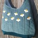 Kamillák sötét menta színű  kord pakolós táska, Szeretem a közepes méretű táskákat, mert korl...