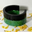 Green elegant C, Ékszer, Karkötő, Karperec, Ékszerkészítés, Mindenmás, C formájú karperec, fényes fekete és ragyogó zöldarany színű epoxiból. Mérete: 75x65 mm, magasság: ..., Meska