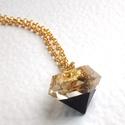 Fekete-arany elegancia, Ékszer, Nyaklánc, Ékszerkészítés, Mindenmás, Fekete-arany színű csiszolt kristály alakú medál, 50cm-es aranyszínű rozsdamentes fém láncon. A med..., Meska