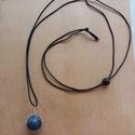 Lápis lazuli medál, dróttal körbeölelt, fekete zsinóron, állitható. Lápis lazuli nyaklánc. , Ékszer, Medál, Nyaklánc, Ékszerkészítés, A gyönyörű egyedi mélykék lápis lazuli medál drótékszer technikával készült, ezüsttel bevont minősé..., Meska