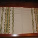 Tradicionális keresztszemes hímzéssel készült terítő 75,5x39 cm, Magyar motívumokkal, Dekoráció, Képzőművészet, Textil, Keresztszemes Zöld sárga asztalfutó 75,5x39 cm  Tradicionális keresztszemes hímzéssel készül..., Meska