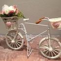 Vintage kerékpár vegyes virágos kosárral, Otthon & lakás, Dekoráció, Dísz, Lakberendezés, Virágkötés, Ajánlom lányszobákba és vidéki romantika kedvelőinek, de ajándéknak is tökéletesen megfelelő 1-100 ..., Meska