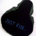 Bicikli  üléshuzat kerékpár Nyeregvédő huzat férfiaknak üléshuzat nyereghuzat, Ruha, divat, cipő, Férfiaknak, Bringás kiegészítők, Varrás, Hímzés, Meleg téli bicikli üléshuzat  Feliratos - Írás - Betű - Motivációs mondat  Just ride  Nőknek és fér..., Meska
