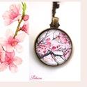 Tavaszi virágos nyaklánc japán cseresznyevirág , Ékszer, Nyaklánc, Ékszerkészítés, A napsütés és a közelgő tavasz ihlette ezt a japáncseresznyés virágos nyakláncot. Csukd be a szemed..., Meska