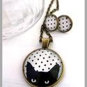 Cicás macskás nyaklánc fülbevaló pöttyös fekete fehér, Ékszer, Nyaklánc, Fülbevaló, Egy cuki cica kukkant be hozzád :) Színe fekete fehér pöttyös, a cica pedig fekete.  Ajándékba, cica..., Meska