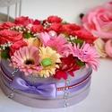 Élő virágbox ajándékkosár, Dekoráció, Esküvő, Csokor, Esküvői dekoráció, Virágkötés, Élő színes virágokból készűlt virágbox. Vízes oázis alapba tűzött. Sokáig a lakás dísze remek ajánd..., Meska