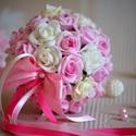Mini Luxus Dobócsokor, Esküvő, Esküvői csokor, Esküvői dekoráció, A mini dobócsokrot  fehér-babarózsaszín habrózsákból készítettem. Ízléses apró gyöngyfe..., Meska