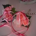 2 felé nyíló Dobócsokor, Esküvő, Dekoráció, Esküvői csokor, Csokor, A 2 felé nyíló dobócsokrot  pasztellrózsaszín és pink habrózsákból készítettem. Dobás közben meglepe..., Meska
