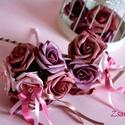 2-felé nyíló Dobócsokor, Esküvő, Esküvői csokor, Esküvői ékszer, Hajdísz, ruhadísz, Virágkötés, A 2 felé nyíló dobócsokrot  mályva és puderrózsaszín habrózsákból készítettem. Dobás közben meglepe..., Meska