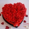 Örök szerelem szív box, Esküvő, Dekoráció, Otthon, lakberendezés, Esküvői dekoráció, Szív formájú nagy méretű virágbox, több szál élethű vörös habrózsából készült,  sza..., Meska