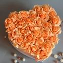 Szülőköszöntő Nagy Szív virágbox, Dekoráció, Esküvő, Esküvői csokor, Meghívó, ültetőkártya, köszönőajándék, Virágkötés, Szív formájú nagy méretű virágbox, több szál élethű barack habrózsából készült,  szatén szalag fogl..., Meska