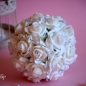Hófehér Elegancia vintage csokor, Esküvő, Dekoráció, Esküvői csokor, Csokor, Virágkötés, Ez a diszkrét finom eleganciát sugárzó hófehér gömb csokorral az esküvőd fénypontja lehetsz.. Szára..., Meska