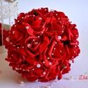 Exkluzív érzéki esküvői csokor, Esküvő, Esküvői csokor, Meghívó, ültetőkártya, köszönőajándék, Nászajándék, Élethű tűzpiros habrózsákból készült az örök varázslatosan pazar esküvői csokor. Fehér gyöngyszem fü..., Meska