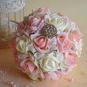 Ékszercsokor, Esküvő, Esküvői csokor, Meghívó, ültetőkártya, köszönőajándék, Nászajándék, Virágkötés, Exkluzív ékszercsokor, vaj,színátmenetes rózsaszín és pasztelrózsaszín habrózsákból készítettem. Ör..., Meska