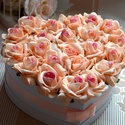 Szülőköszöntő szív box, Esküvő, Szerelmeseknek, Meghívó, ültetőkártya, köszönőajándék, Esküvői dekoráció, Virágkötés, Csodás exkluzív élethű örök habrózsából készült a szív alakú nagy virágbox. Remek ajándék szülőkösz..., Meska