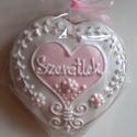 Rózsaszín szív, Magyar motívumokkal, Esküvő, Dekoráció, Meghívó, ültetőkártya, köszönőajándék, Mézeskalácsból készült alternatív formájú szív. Rózsaszín-fehér illetve fehér-natúr változatban kész..., Meska